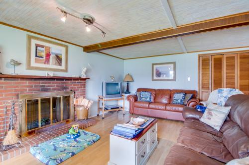 # 309 Historic Coast Guard Station - Lower Deck - Ocean Park, WA Vacation Rental