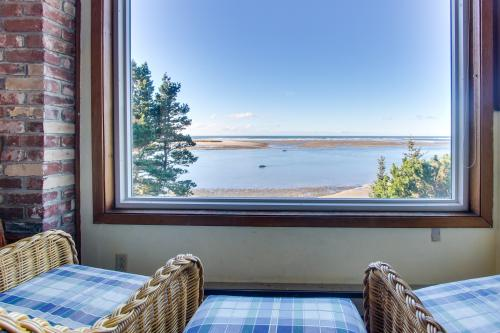 Pearl Ocean Front Beach House - Netarts, OR Vacation Rental