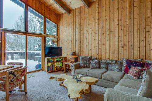 Mountain Valley Hideaway -  Vacation Rental - Photo 1