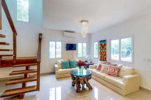 The Sunny Villa @ Keyhole Bay -  Vacation Rental - Photo 1