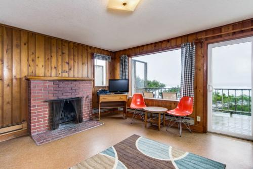 Cape Cod Cottages - Unit 2 - Waldport, OR Vacation Rental