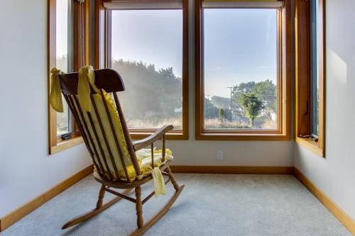Griguhn's Lighthouse Lookout - Arch Cape, OR Vacation Rental