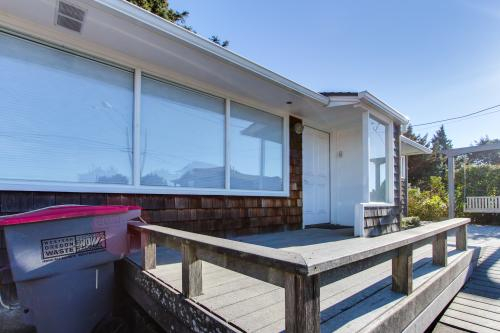 Hemlock Modern Beach House - Cannon Beach Vacation Rental