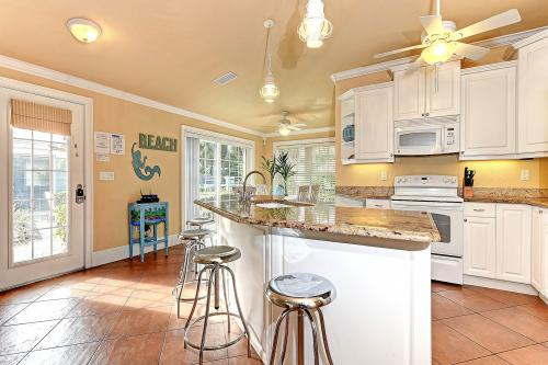 Blue Lagoon 4 - Holmes Beach, FL Vacation Rental