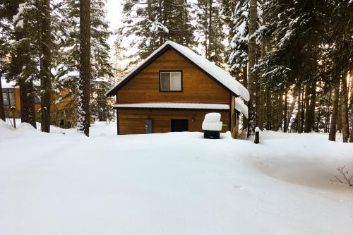 Beth's Lakeside Cabin -  Vacation Rental - Photo 1