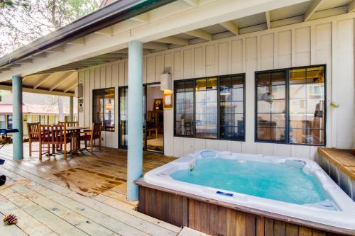#30 Circle Four Cabin - Sunriver Vacation Rental