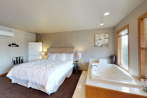 Rose Sunset Cottage Suite -  Vacation Rental - Photo 1