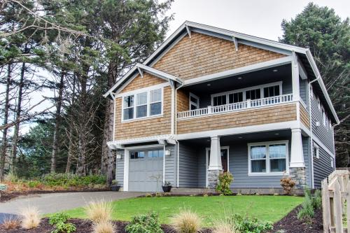 Happy-Ours Beach House: Coming March 2015, Private Hot Tub - Cannon Beach Vacation Rental
