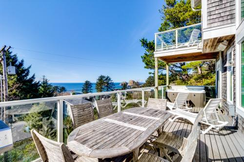 Alder Beach House - Oceanside, OR Vacation Rental