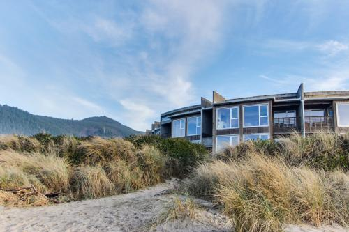 The Modern Beach Retreat #103 - Rockaway Beach, OR Vacation Rental