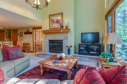 Pinecone Lodge in Arrowhead - Edwards, CO Vacation Rental