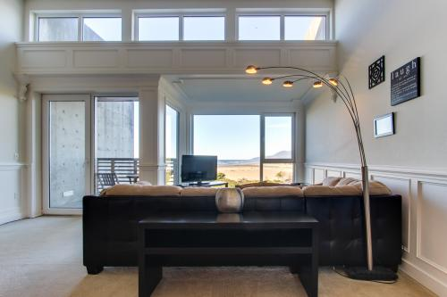 The Montauk #205 - Rockaway Beach, OR Vacation Rental