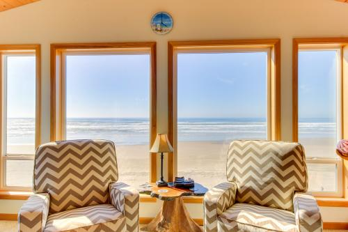 Five O'Clock Somewhere - Waldport, OR Vacation Rental