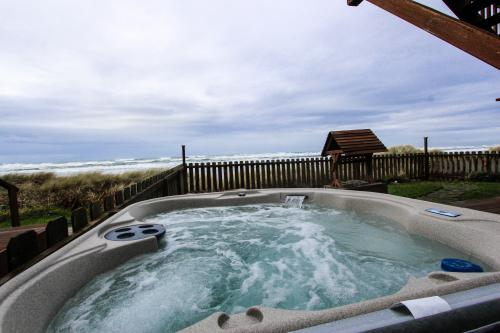 Wakonda Oceanfront Escape - Waldport, OR Vacation Rental