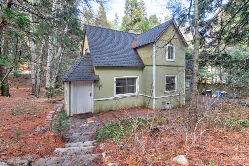 Granny's Vintage Cottage - Lake Arrowhead, CA Vacation Rental