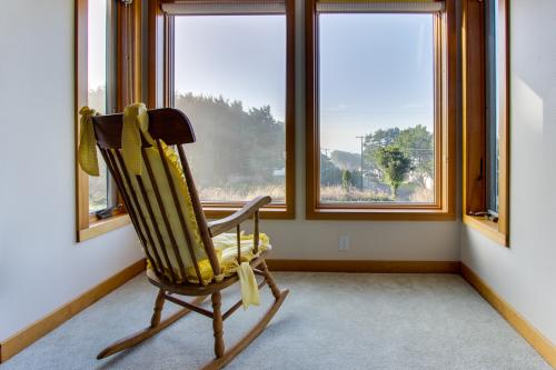 Griguhn's Lighthouse Lookout - Arch Cape Vacation Rental