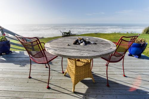 Bears Head - Home & Studio - Arch Cape Vacation Rental
