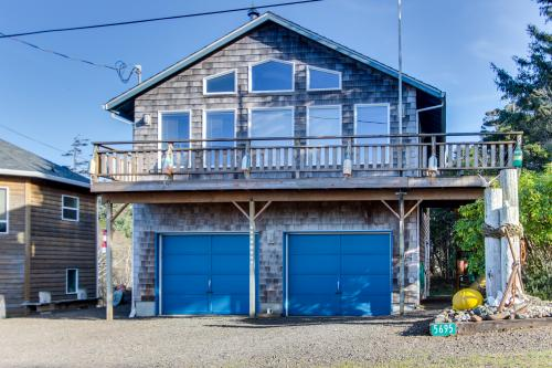 The Heron's Nest Vacation Rental - Cape Meares, OR Vacation Rental