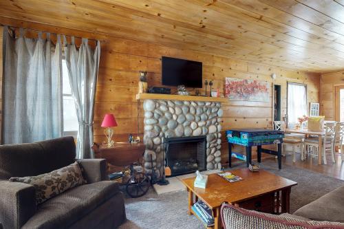 White Pine Cabin - Big Bear Lake, CA Vacation Rental
