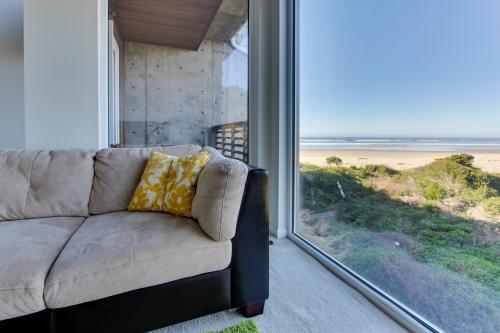 The Bridgehampton #207 - Rockaway Beach, OR Vacation Rental