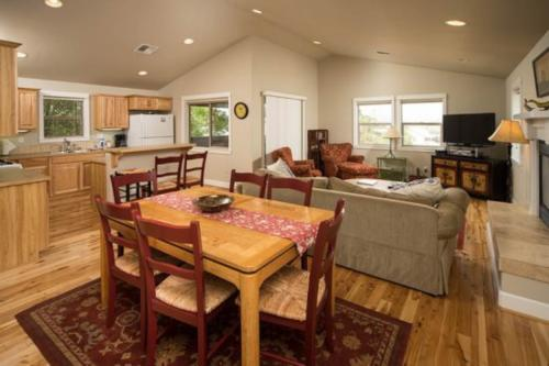 The Heyburn Cottage (Upstairs) -  Vacation Rental - Photo 1