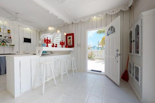 Cabana Blanca @ French Lady Guest House - Caye Caulker, Belize Vacation Rental