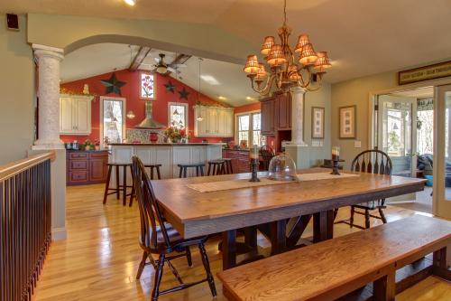 Brasstown Bald Mountain View Retreat -  Vacation Rental - Photo 1