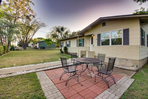 Armadillo Inn - Fredericksburg, TX Vacation Rental