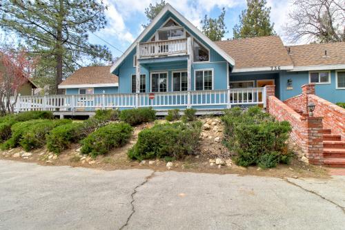Brentwood Drive Beauty - Lake Arrowhead, CA Vacation Rental