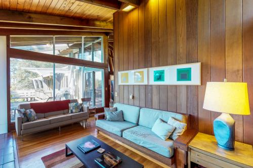 Elk Mid-Century - Guest House -  Vacation Rental - Photo 1