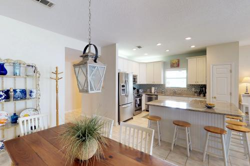 Sea Breeze Cottage - Destin, FL Vacation Rental
