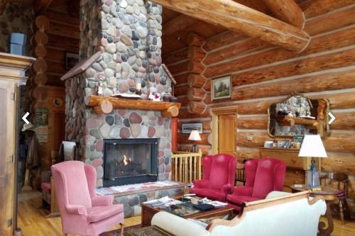 Lake View Log Home -  Vacation Rental - Photo 1