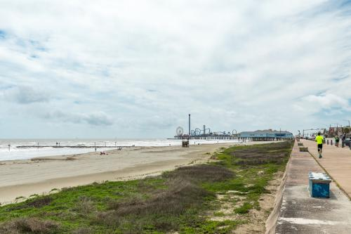 Inn Seaclusion -Unit 13 - Galveston, TX Vacation Rental