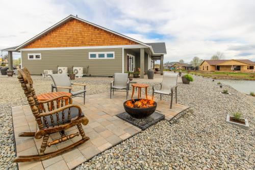 Zillah Lakes Inn -  Vacation Rental - Photo 1