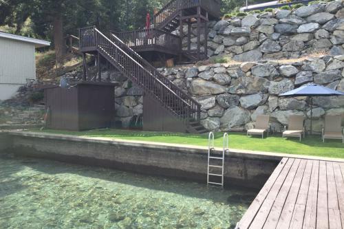 Shoreline Retreat -  Vacation Rental - Photo 1