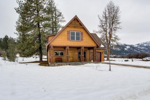 Garden valley vacation rentals by vacasa for Writers retreat cabin