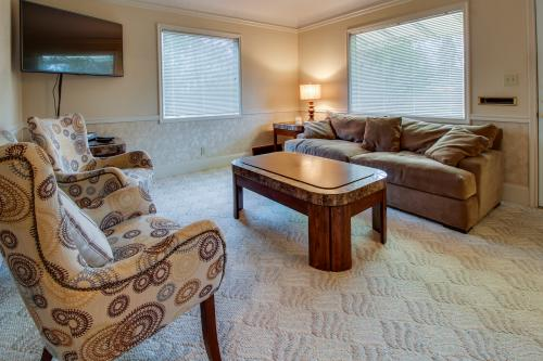 Lake City Mid-town Getaway with Hot Tub - Coeur d'Alene Vacation Rental