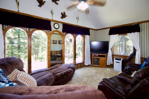 Cascade Comfort with Mother-in-Law Suite -  Vacation Rental - Photo 1