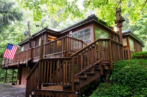 Barlow Creekside Lodge - Rhododendron Vacation Rental