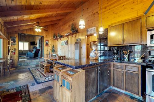 Bearadise - Fawnskin, CA Vacation Rental
