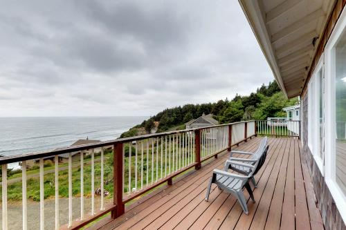 Home on the Horizon - Cloverdale, OR Vacation Rental