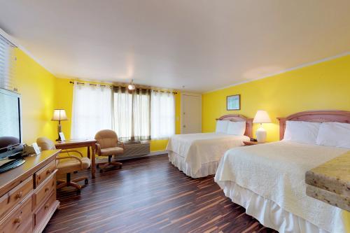 Island Inn - 11D -  Vacation Rental - Photo 1