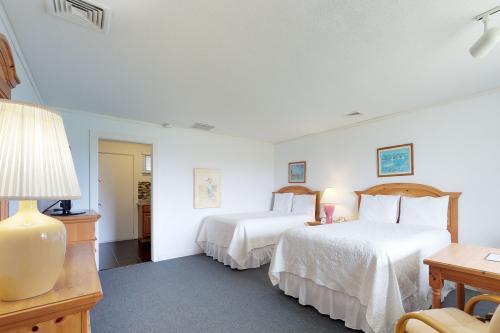 Island Inn - 6B - Oak Bluffs, MA Vacation Rental