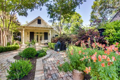 Carriage House on Orchard - Fredericksburg, TX Vacation Rental