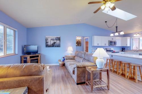 Bayshore Canal Beach House - Waldport, OR Vacation Rental