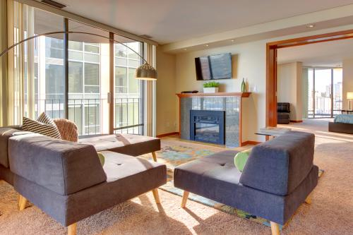 Emerald City Luxury -  Vacation Rental - Photo 1