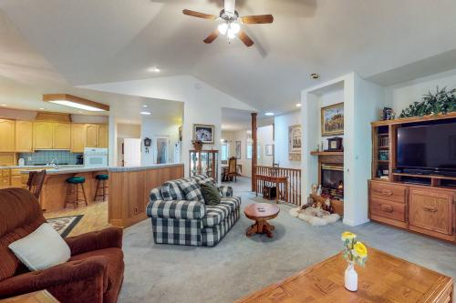 Lions Den - Groveland, CA Vacation Rental