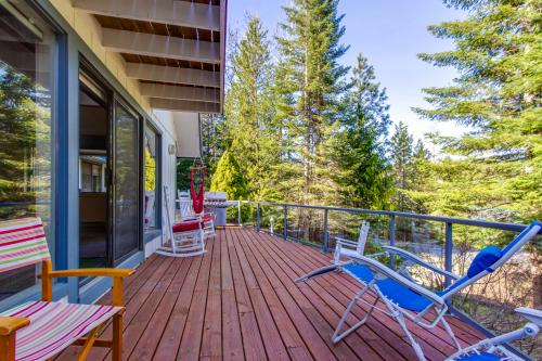 Wooded Lakehouse Chalet - Coeur D Alene, ID Vacation Rental