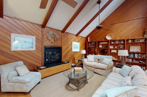 370 Red Bay -  Vacation Rental - Photo 1