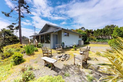 Sandy Cottage - Lincoln City, OR Vacation Rental
